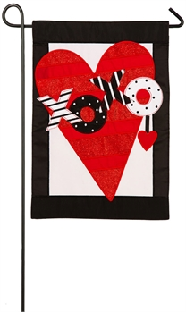 VALENTINE'S HEART [GARDEN FLAG APPLIQUE WITH FELT DETAILS]